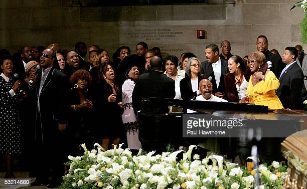 A host of celebrities ranging from Dionne Warwick Stevie Wonder Usher Aretha Franklin Patti Austin Alicia Keys and Patti Labelle among many others...