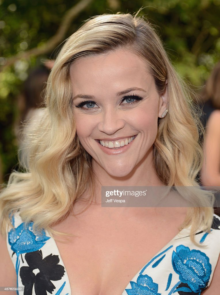 Host Reese Witherspoon attends the 2014 CFDA/Vogue Fashion Fund Event presented by thecorner.com and supported by Aveda, Lexus, and Maybelline New York at Chateau Marmont on October 21, 2014 in Los Angeles, California.