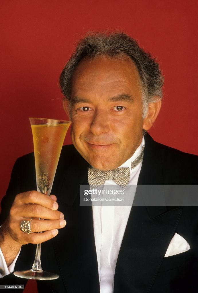 'Lifestyles of the Rich & Famous' Host Robin Leach Dies at 76