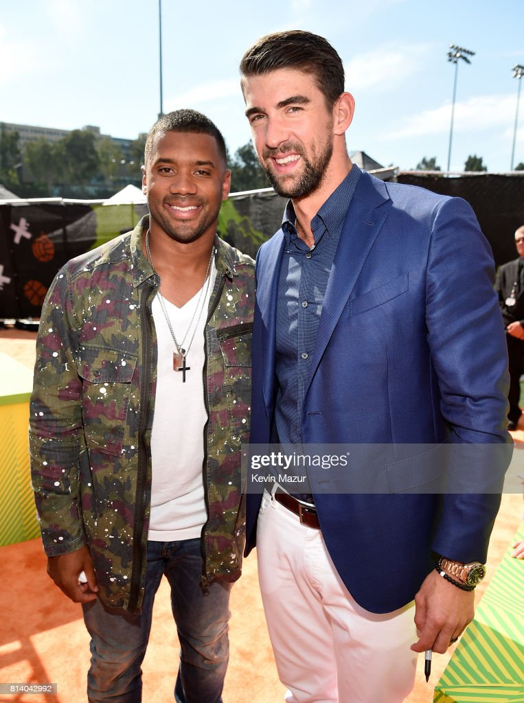 Host Russell Wilson (L) and honoree Michael Phelps attend Nickelodeon Kids' Choice Sports Awards 2017 at Pauley Pavilion on July 13, 2017 in Los Angeles, California.