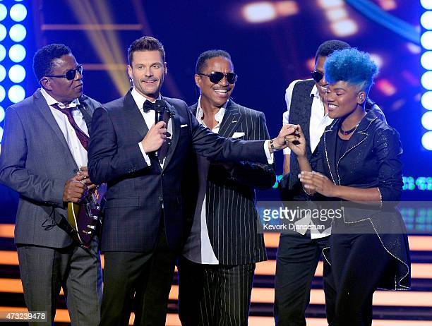 Host Ryan Seacrest musicians Tito Jackson Jackie Jackson and Marlon Jackson of The Jackson Five perform onstage with American Idol finalist Tyanna...