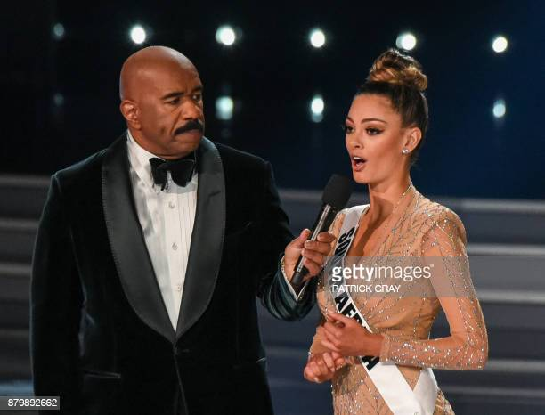 Host Steve Harvey speaks to Miss South Africa 2017 DemiLeigh NelPeters during the Miss Universe pageant on November 26 2017 in Las Vegas Nevada...