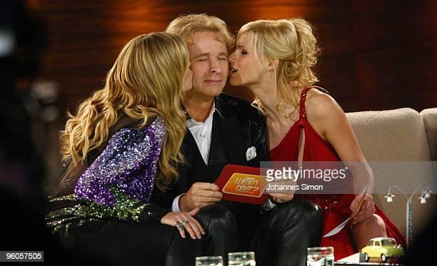 Host Thomas Gottschalk is kissed by model Heidi Klum and host Michelle Hunziker during the 'Wetten dass...?' TV show at Friedrichshafen fair hall on...