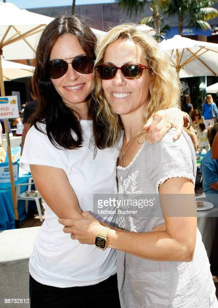 Host/actress Courteney Cox and musician Sheryl Crow attend the EB Medical Research Foundation picnic presented by Sinupret for Kids and Yogen Fruz...