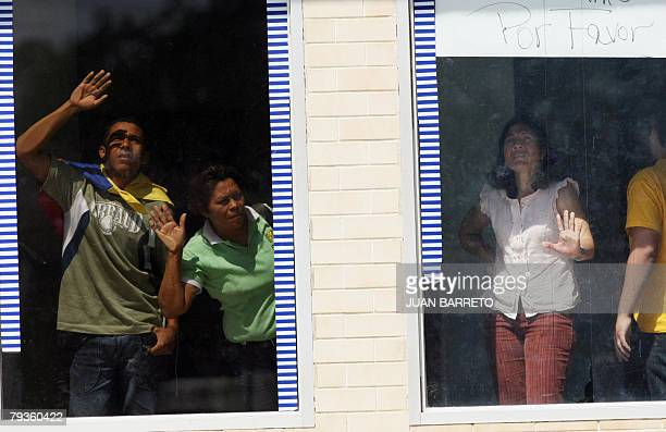 Hostages held in a branch of the Banco Provincial in Altagracia de Orituco in the state of Guarico ask for help from the windows of the bank on...