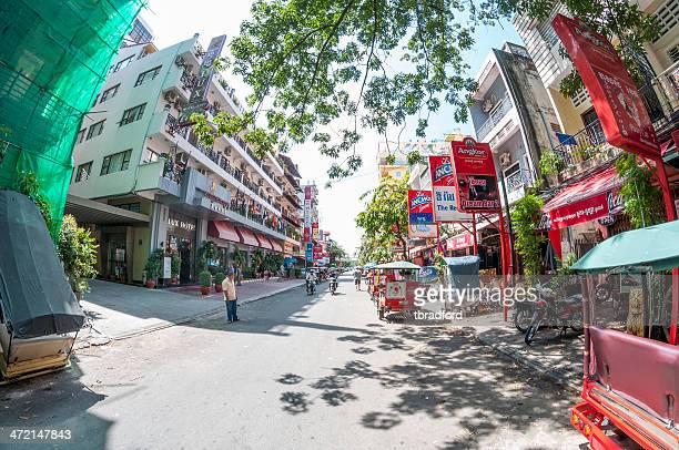 カンボジアのホステスバー - night life in cambodian capital phnom penh ストックフォトと画像