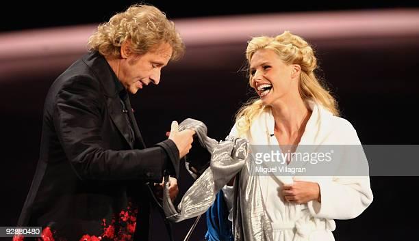 Hosts Michelle Hunziker and Thomas Gottschalk attend the 'Wetten dass...?' show at the Volkswagenhalle on November 7, 2009 in Braunschweig, Germany.