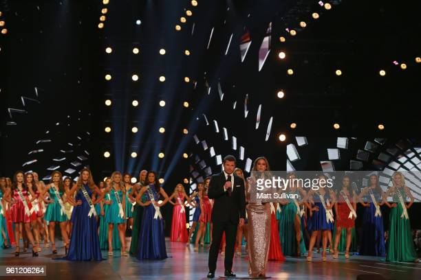 Hosts Nick Lachey and Vanessa Lachey talk during the 2018 Miss USA Competition at George's Pond at Hirsch Coliseum on May 21 2018 in Shreveport...