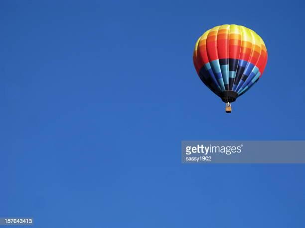balão de ar quente céu azul - festa de lançamento - fotografias e filmes do acervo