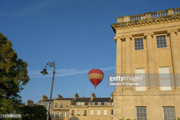 hot air balloon close to royal crescent, bath spa, somerset, uk - bath england stock pictures, royalty-free photos & images