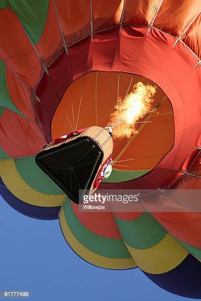 熱気球の炎を燃やすライジングブルースカイ