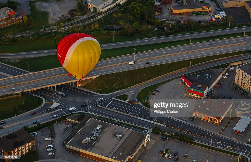 CONTENT] Hot air balloon from the Gatineau Hot Air Balloon Festival (Festival des Montgolfières de Gatineau) passes over a highway interchange in Hull, Quebec
