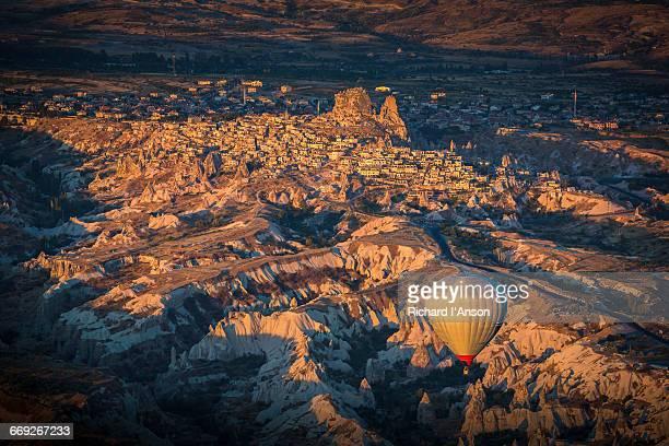 Hot air balloon & Uchisar village & castle