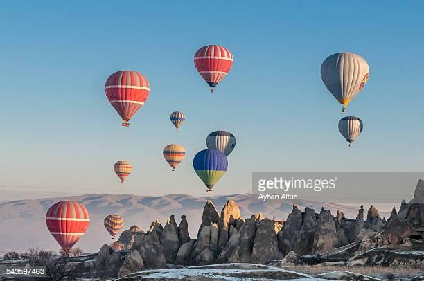 hot air ballooning in cappadocia, nevsehir, turkey - rock hoodoo stock pictures, royalty-free photos & images