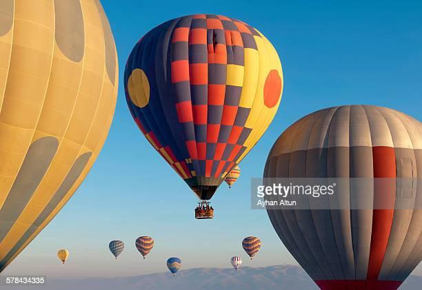 hot air ballooning - capadocia fotografías e imágenes de stock