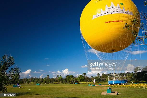 A hot air baloon offers views over the ruins