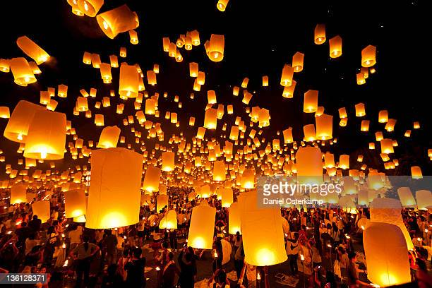 hot air fire lantern - chinese lantern festival stock pictures, royalty-free photos & images