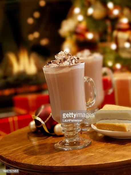 Heiße Schokolade oder einen Latte Macchiato an Weihnachten