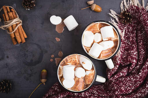 Hot chocolate served in vintage  mugs with marshmallows - gettyimageskorea