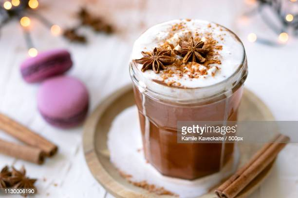 hot chocolate with coconut whipped cream - warme dranken stockfoto's en -beelden