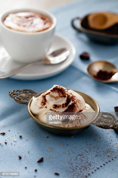 hot chocolate with cream - carolafink stockfoto's en -beelden