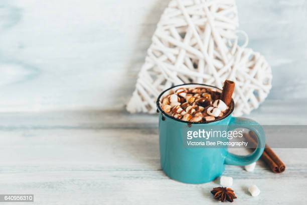 hot chocolate with marshmallow - hot chocolate stock pictures, royalty-free photos & images