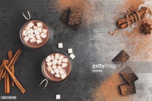 hot cocoa with marshmallows - hot chocolate stock pictures, royalty-free photos & images