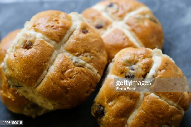 hot cross buns - bun stock pictures, royalty-free photos & images