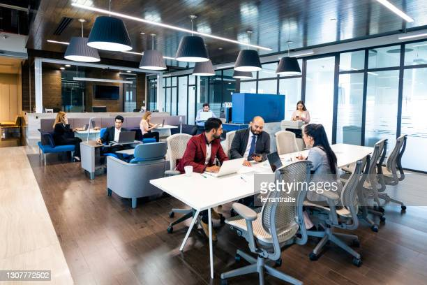 hot desking in coworking office - hot desking stock pictures, royalty-free photos & images