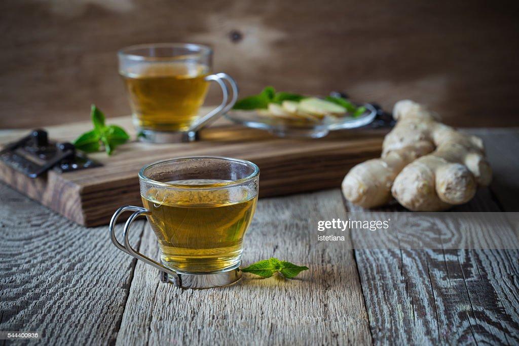 Hot ginger and mint tea, homemade green tea health benefits : Foto stock