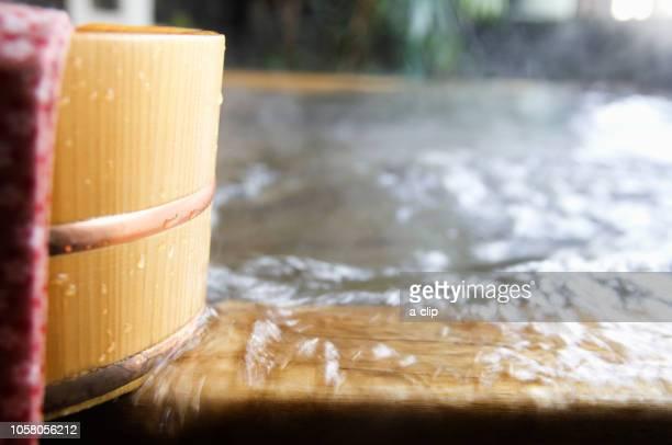 温泉と桶と手ぬぐい - 手ぬぐい ストックフォトと画像