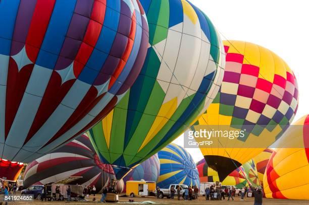 hot-air balloons albany oregon northwest art air festival smoky sky - agosto foto e immagini stock