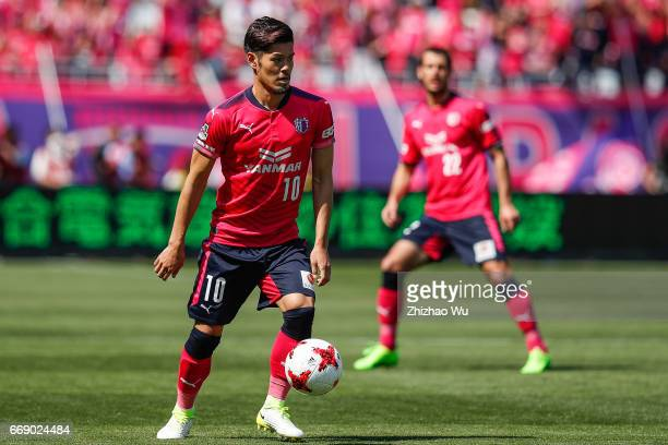 Hotaru Yamaguchi of Cerezo Osaka controls the ball during the JLeague J1 match between Cerezo Osaka and Gamba Osaka at Yanmar Stadium on April 16...