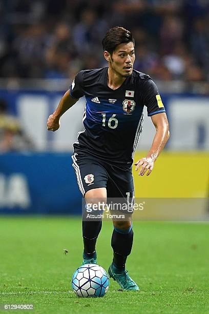 Hotaru Yamaguchi of Japan dribbles during the 2018 FIFA World Cup Qualifiers match between Japan and Iraq at Saitama Stadium on October 6, 2016 in...