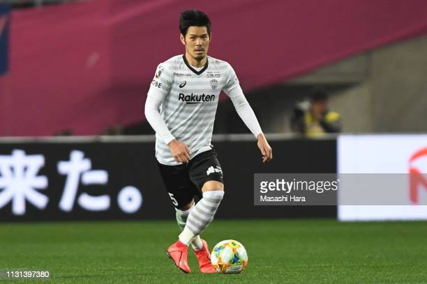 Hotaru Yamaguchi of Vissel Kobe in action during the J.League J1 match between Cerezo Osaka and Vissel Kobe at Yanmar Stadium Nagai on February 22,...