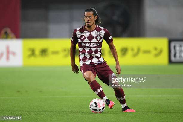 Hotaru Yamaguchi of Vissel Kobe in action during the J.League Meiji Yasuda J1 match between Vissel Kobe and Vegalta Sendai at Noevir Stadium Kobe on...