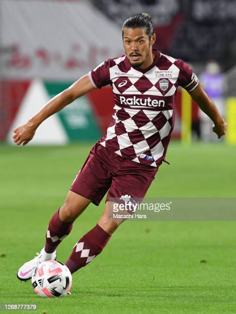 Hotaru Yamaguchi of Vissel Kobe in action during the J.League Meiji Yasuda J1 match between Vissel Kobe and Kawasaki Frontale at Noevir Stadium Kobe...