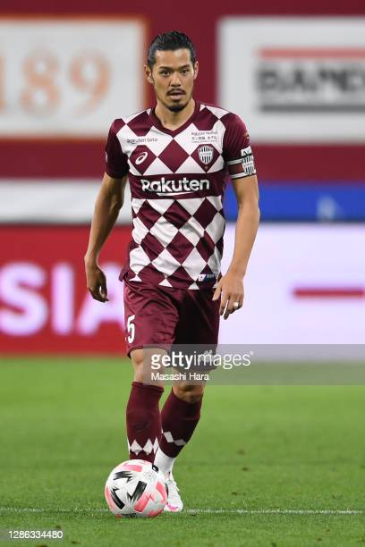 Hotaru Yamaguchi of Vissel Kobe in action during the J.League Meiji Yasuda J1 match between Vissel Kobe and Urawa Red Diamonds at Noevir Stadium Kobe...