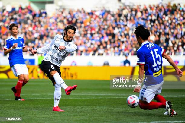 Hotaru Yamaguchi of Vissel Kobe scores his side's third goal during the Fuji Xerox Super Cup match between Yokohama F.Marinos and Vissel Kobe at...