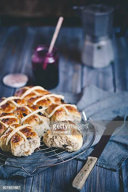 hot-cross-buns with raisins, currant jam - hot cross bun stock pictures, royalty-free photos & images