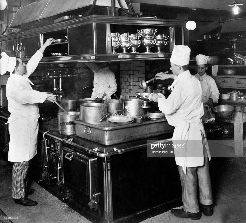 Koeche In Der Kueche 1913 News Photo Getty Images
