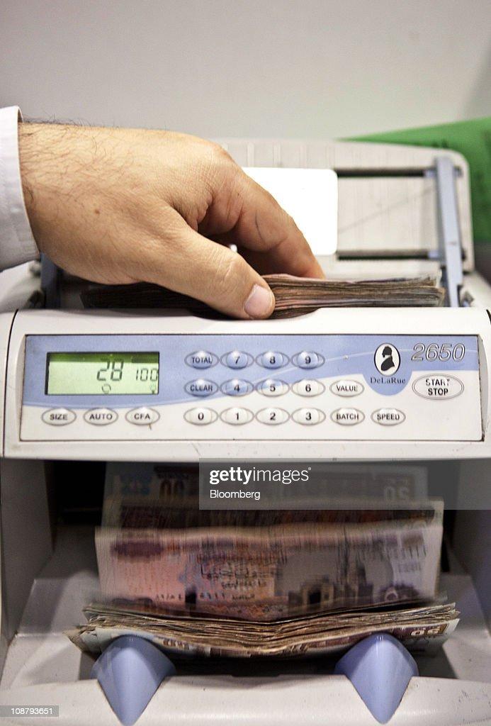 Egyptian Bank Notes And Coins : Nachrichtenfoto