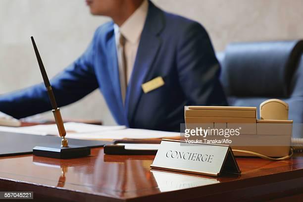 hotel concierge working - ホテルマン ストックフォトと画像