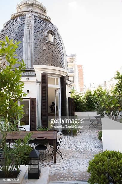 hotel courtyard - domo imagens e fotografias de stock