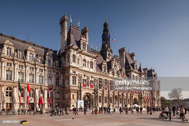 hotel de ville in paris, france - rathaus stock-fotos und bilder