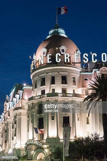 Hotel Le Negresco an der Promenade des Anglais in Nizza bei Nacht