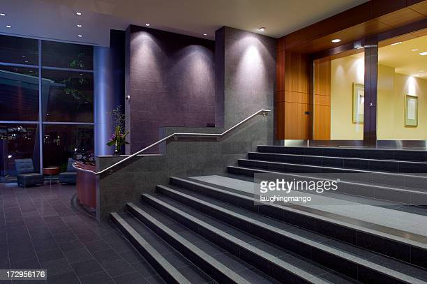 lobby do hotel stairs