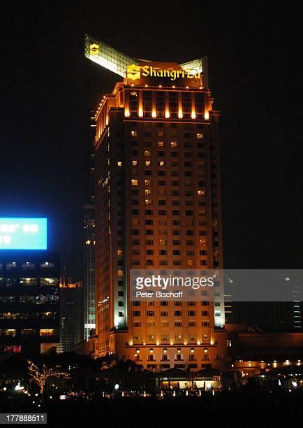 Hotel ShangriLa Stadtteil Pudong Shanghai China Asien Fluss Huangpu Nacht nachts Leuchtreklamen Beleuchtung Hochhaus Wolkenkratzer Architektur Reise...