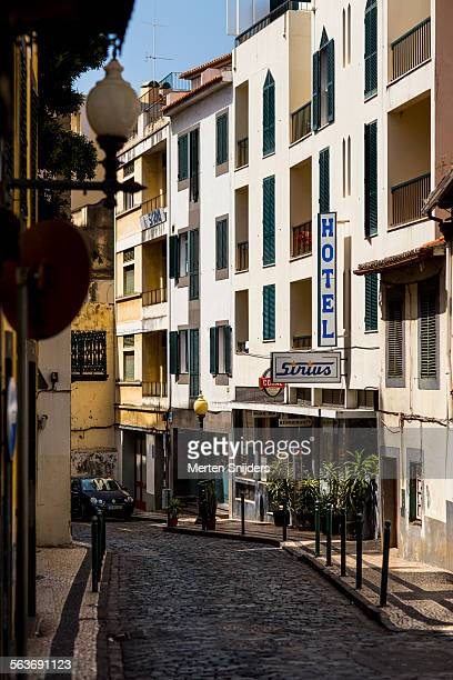 hotel sirius on rua das hortas - rua stock-fotos und bilder