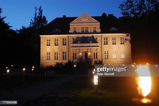 Hotel Steigenberger Resort bei Nacht Neddesitz Sagard Insel Rügen MecklenburgVorpommern Deutschland Europa Ostseeinsel Beleuchtung Reise